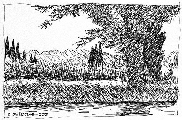 Canal sur fond d'Alpilles avec des cyprès